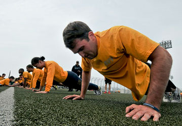 Sailors take the physical readiness test.  (U.S. Navy photo by Mass Communication Specialist Seaman Paolo Bayas/Released)
