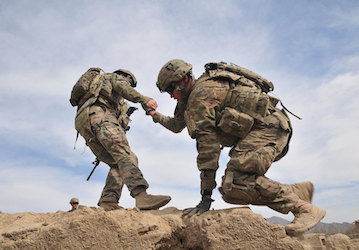 Help your buddy   U S  Army photo by Sgt  Kimberly Hackbarth  4th SBCT  2nd Inf  Div  Public Affairs Office