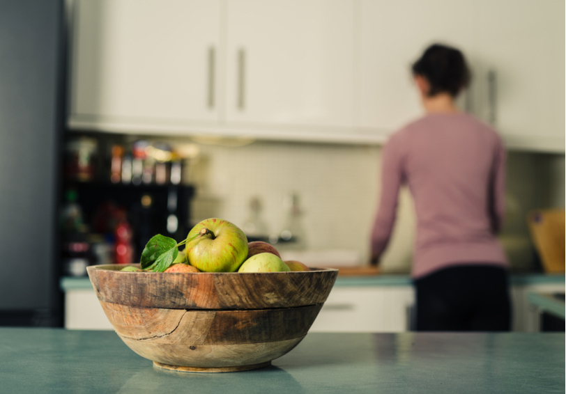 Bowl on fruit on kitchen counter