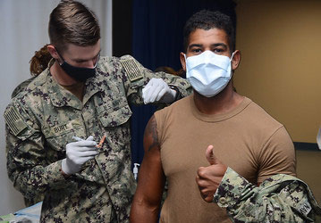 influenza vaccination (U.S. Navy photo by Dale Davis)